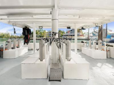 Bahamas-Master-dive-deck